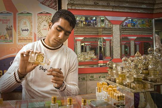 perfume behaviours essay