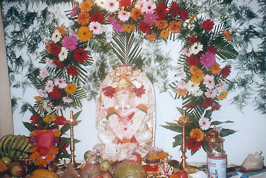 D 39 source ganeshotsav ganesha festival d 39 source digital for Artificial flower decoration for ganpati